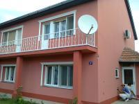 Farbanje fasade sa lepljenjem ukrasnih stiroporskih lajsni